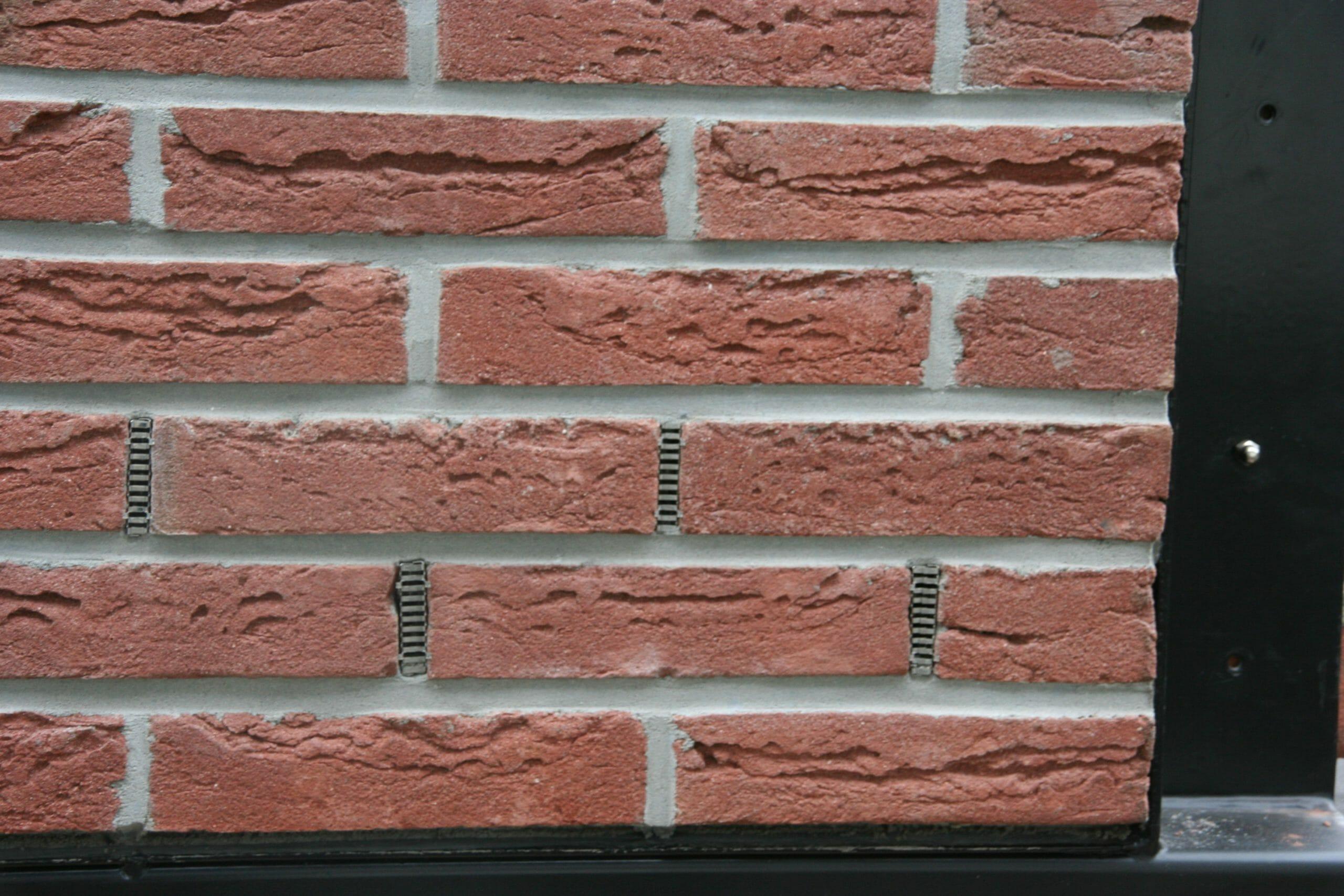 strakke-rode-steen-strakke-voeg-mooie-kleur-bijnebekje-scaled.jpg
